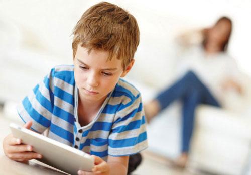 Cảnh báo: Hàng loạt trẻ em nhập viện với triệu chứng co giật, méo miệng do chơi điện thoại - Ảnh 1