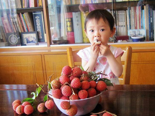 Cảnh báo nguy cơ trẻ em tử vong do ăn vải lúc đói - Ảnh 3
