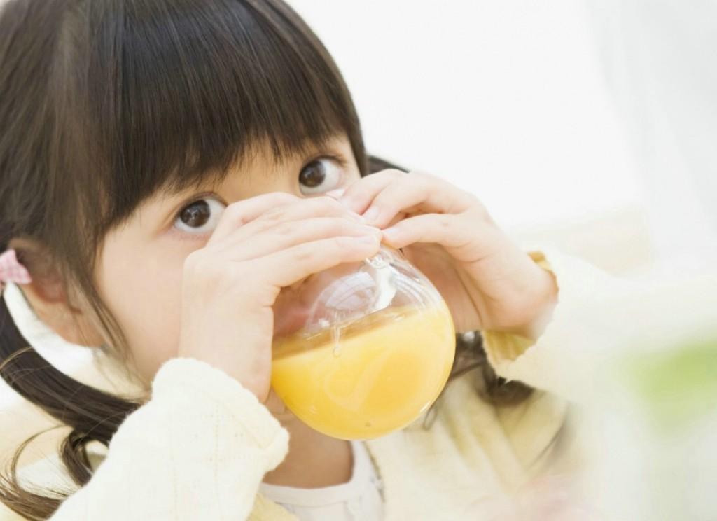 Cảnh báo từ bác sĩ nhi: Uống oresol không đúng cách có thể gây biến chứng thần kinh nguy hiểm - Ảnh 1