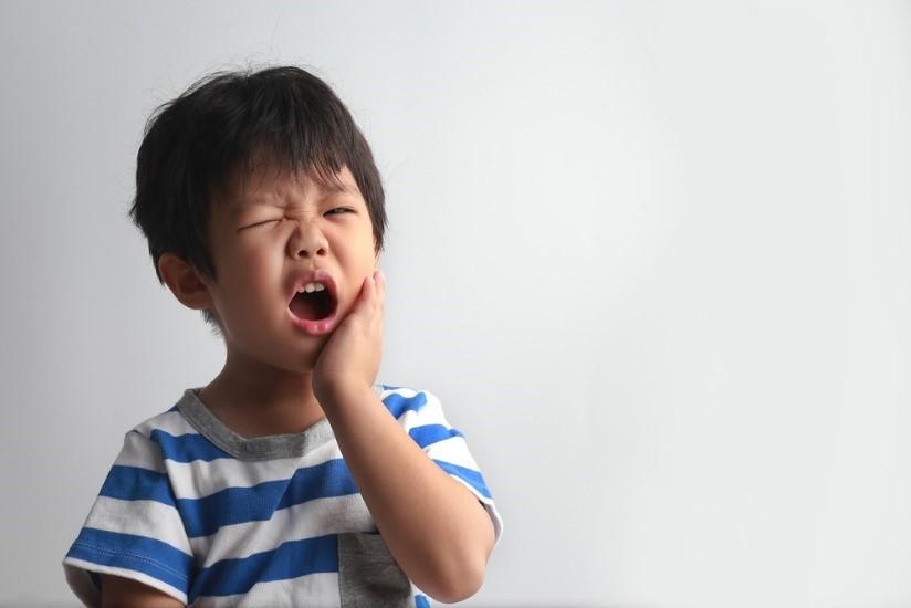 Trẻ hết đau buốt, sưng viêm ngay lập tức với cách chữa bệnh sâu răng hiệu quả trong 'một nốt nhạc' - Ảnh 1