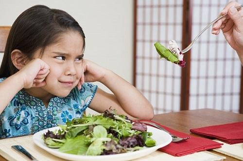 Kết quả hình ảnh cho bé ăn rau