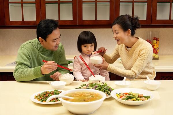 Chuyên gia hướng dẫn mẹ cách trị biếng ăn cho trẻ em từ 1 – 2 tuổi - Ảnh 3