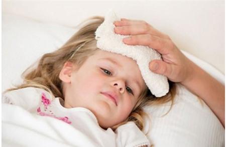 Có nên tự ý dùng thuốc hạ sốt điều trị bệnh cho trẻ? - Ảnh 1