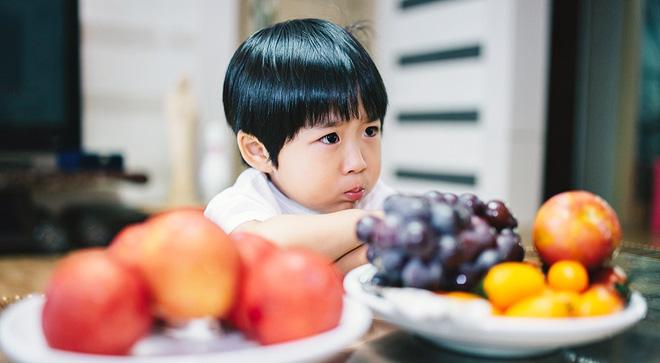 Để con không mè nheo, lề mề lúc ngủ dậy, bố mẹ tuyệt đối không nên làm những điều này trước khi con đi ngủ - Ảnh 2