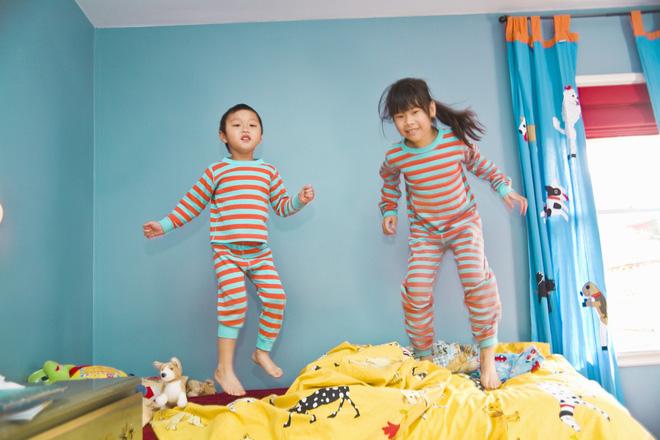 Để con không mè nheo, lề mề lúc ngủ dậy, bố mẹ tuyệt đối không nên làm những điều này trước khi con đi ngủ - Ảnh 3