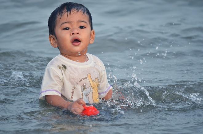 Gia đình nào sắp cho con đi biển thì nhất định phải biết những điều này để đảm bảo an toàn cho trẻ - Ảnh 4