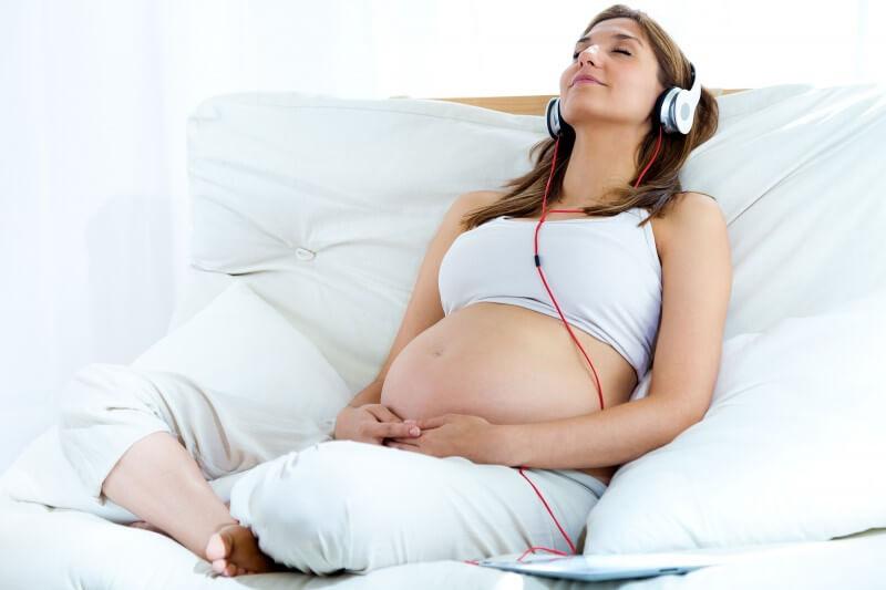 Học mẹ thần đồng Đỗ Nhật Nam cách cho bé nghe nhạc từ trong bụng mẹ để con sinh ra thông minh hơn người - Ảnh 2
