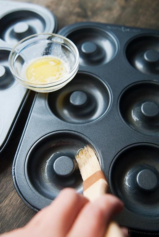 Mách mẹ cách làm bánh donut trà xanh thơm ngon, xốp mềm cho bé - Ảnh 3