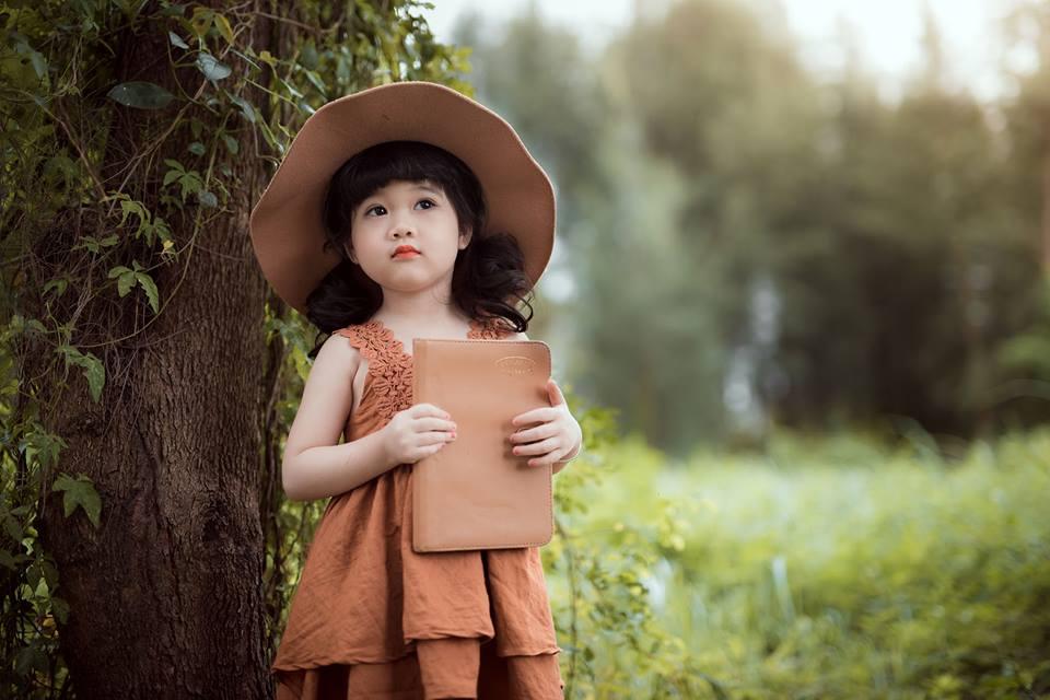Ngắm bộ ảnh nàng công chúa nhí đẹp như thiên thần đánh cắp trái tim hàng triệu người - Ảnh 4