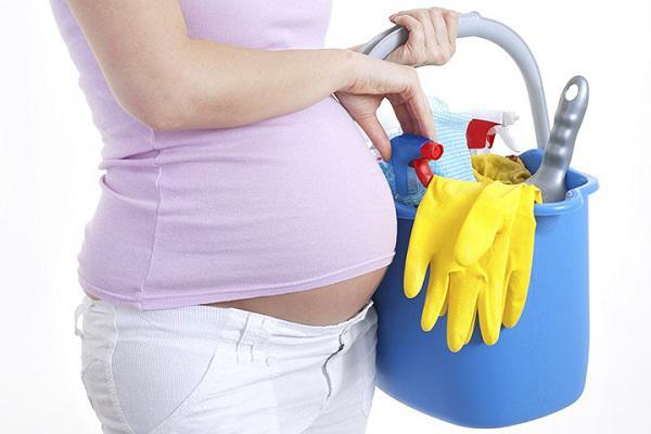 Những công việc nhà mẹ nên nhờ bố làm để tránh gây tổn thương thai nhi - Ảnh 1