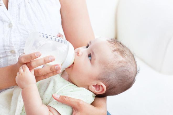 Những lý do khiến bé bỏ bú mẹ và cách khắc phục - Ảnh 2