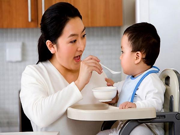 Những việc cần làm khi trẻ bị tiêu chảy