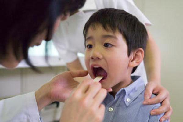 Nóng lạnh bất thường, cẩn thận với 7 căn bệnh về đường hô hấp ở trẻ - Ảnh 1