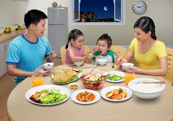 Tạo môi trường khoa học giúp trẻ có hành vi tốt trong việc ăn uống theo lời khuyên của chuyên gia - Ảnh 1