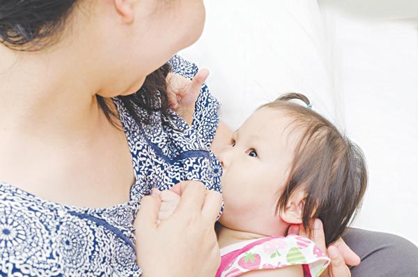 Trẻ nên ăn gì khi mẹ thiếu sữa? - Ảnh 1