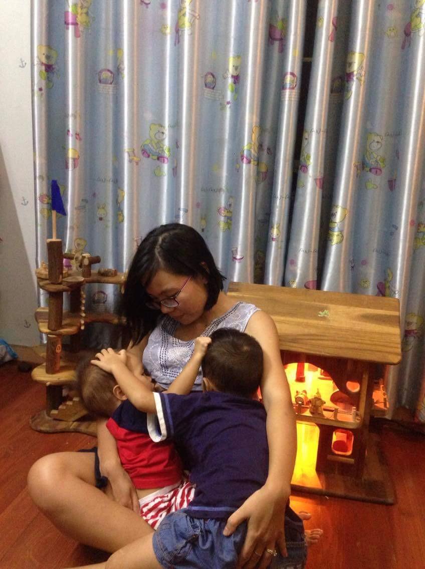 Từng cạn kiệt sữa mẹ nhưng chỉ làm 1 điều duy nhất, mẹ Việt lại tràn trề sữa cho 2 con bú cùng lúc - Ảnh 2