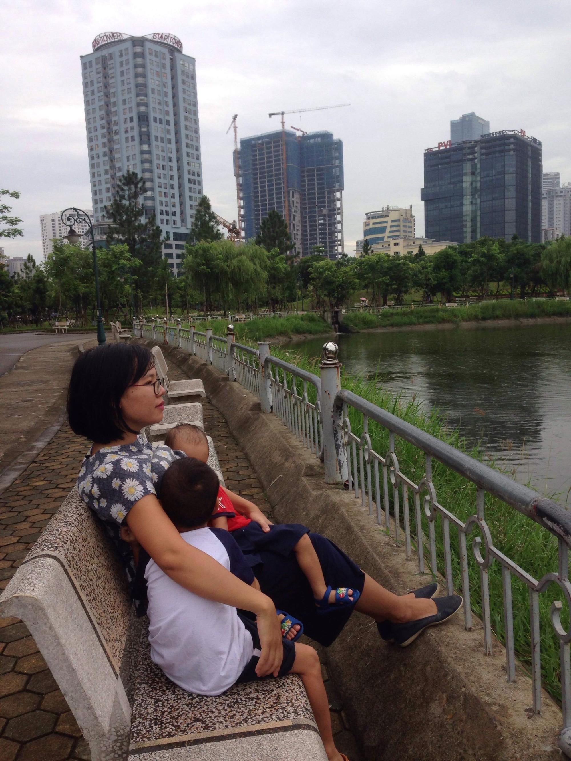 Từng cạn kiệt sữa mẹ nhưng chỉ làm 1 điều duy nhất, mẹ Việt lại tràn trề sữa cho 2 con bú cùng lúc - Ảnh 4