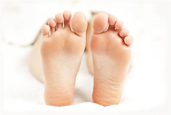 Nhìn xuống bàn chân xem bạn có những dấu hiệu thể hiện cuộc sống an nhàn phú quý sau này hay không - Ảnh 2
