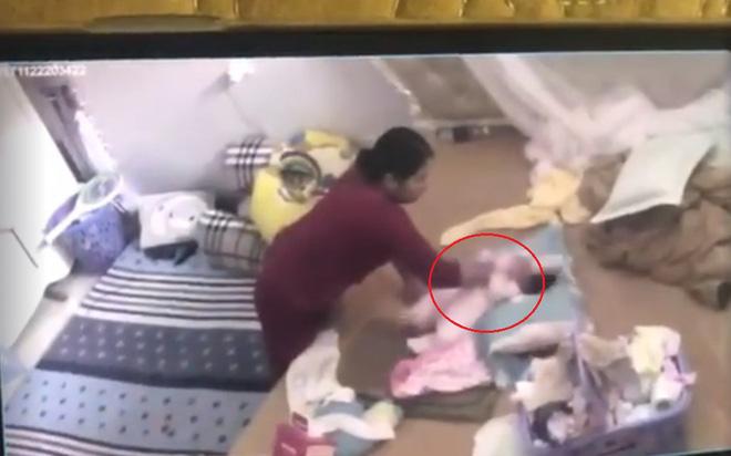 Chồng của người giúp việc tung hứng, đánh đập bé gái hơn 1 tháng tuổi cho biết ở nhà vợ rất nóng tính - Ảnh 1