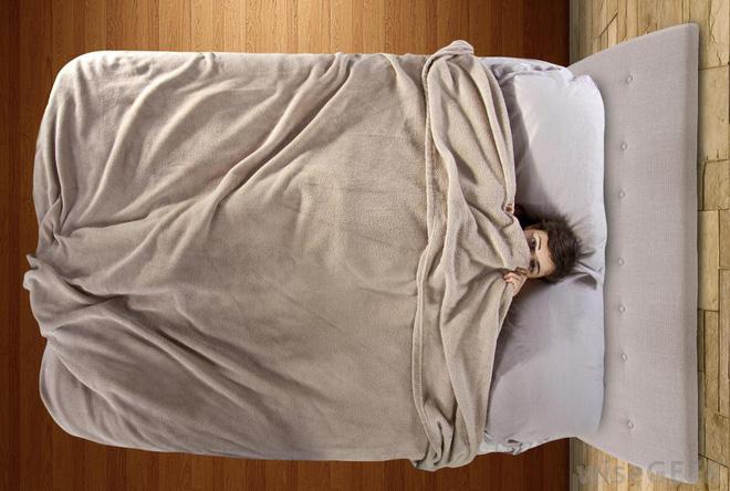 Những mối nguy hại khôn lường của thói quen trùm chăn kín đầu khi ngủ - Ảnh 5