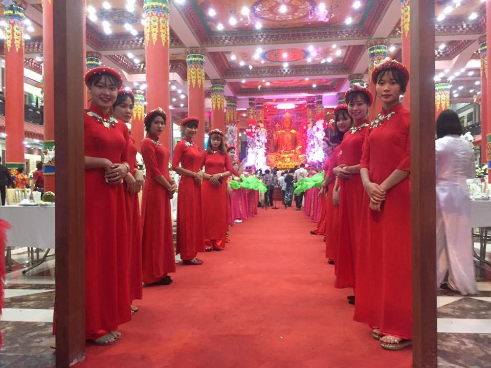 Siêu đám cưới tại Bắc Ninh: Kéo dài 15 ngày, 2 xe Rolls-Royce rước dâu, pháo hoa bắn rợp trời - Ảnh 1