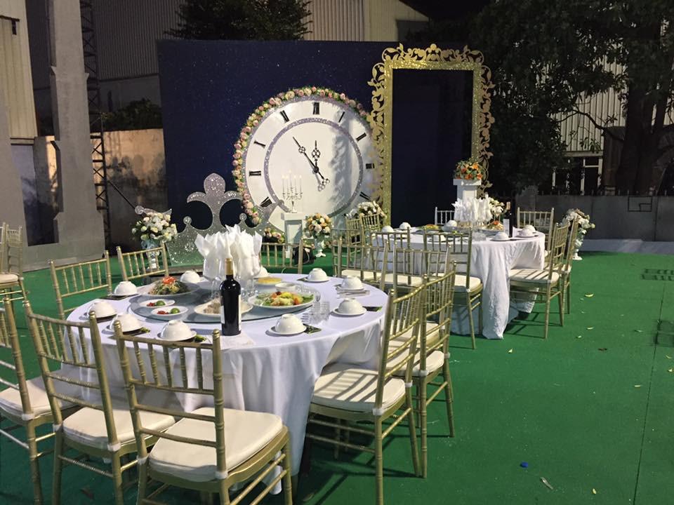 Siêu đám cưới tại Bắc Ninh: Kéo dài 15 ngày, 2 xe Rolls-Royce rước dâu, pháo hoa bắn rợp trời - Ảnh 2