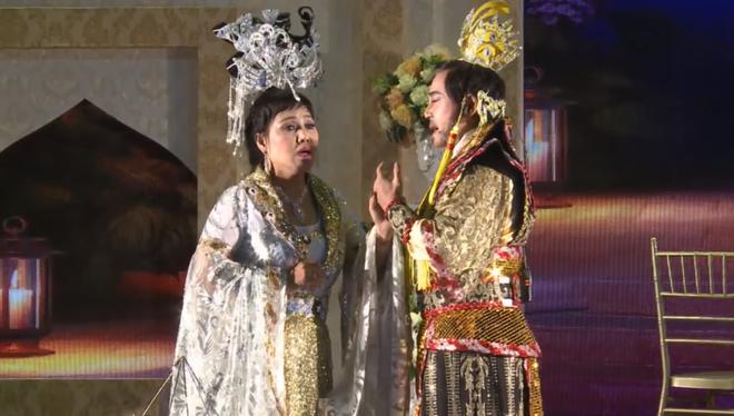 Siêu đám cưới tại Bắc Ninh: Kéo dài 15 ngày, 2 xe Rolls-Royce rước dâu, pháo hoa bắn rợp trời - Ảnh 9