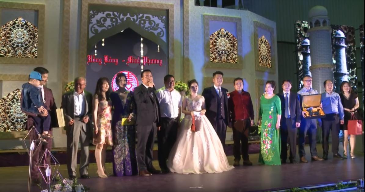 Siêu đám cưới tại Bắc Ninh: Kéo dài 15 ngày, 2 xe Rolls-Royce rước dâu, pháo hoa bắn rợp trời - Ảnh 10