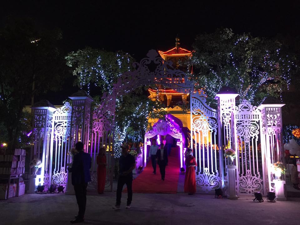 Siêu đám cưới tại Bắc Ninh: Kéo dài 15 ngày, 2 xe Rolls-Royce rước dâu, pháo hoa bắn rợp trời - Ảnh 3