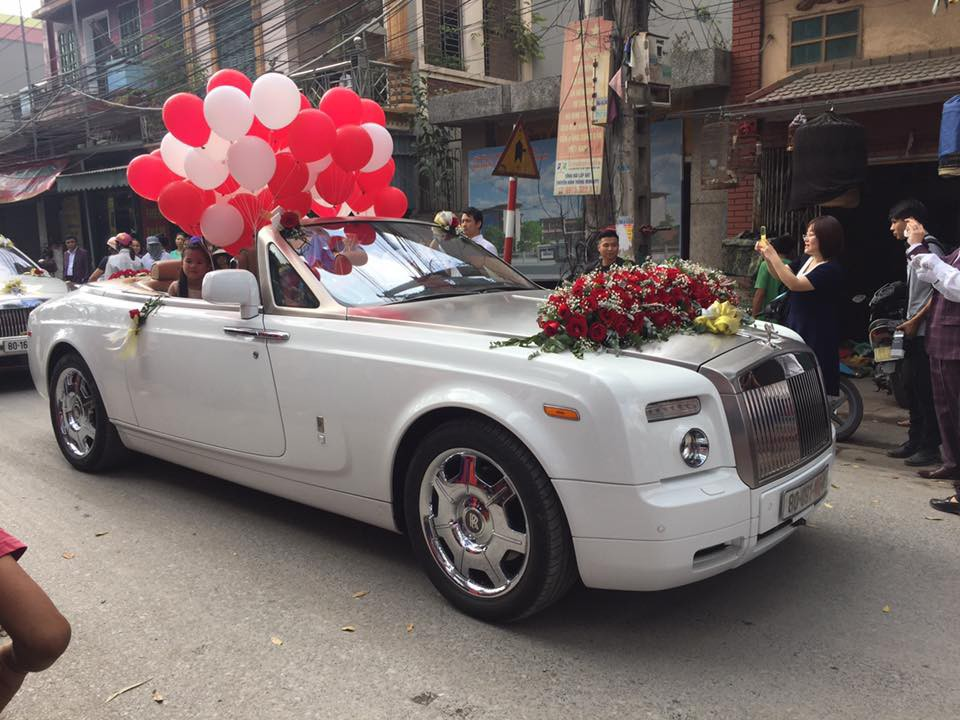 Siêu đám cưới tại Bắc Ninh: Kéo dài 15 ngày, 2 xe Rolls-Royce rước dâu, pháo hoa bắn rợp trời - Ảnh 4