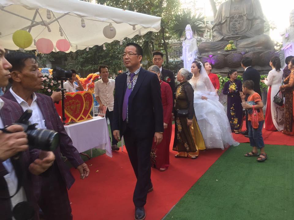 Siêu đám cưới tại Bắc Ninh: Kéo dài 15 ngày, 2 xe Rolls-Royce rước dâu, pháo hoa bắn rợp trời - Ảnh 6