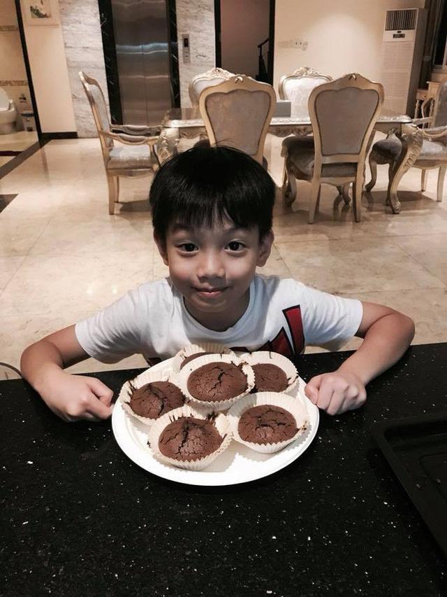 Chùm ảnh Subeo tự tay thực hiện món bánh nướng sô-cô-la từ A - Z.