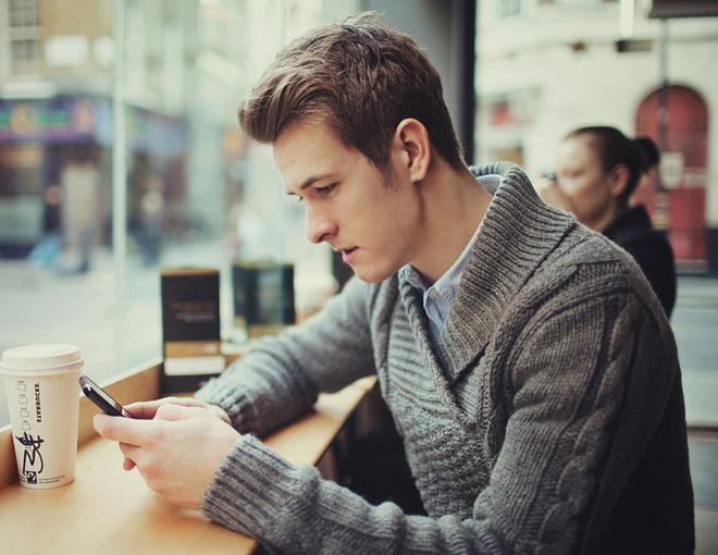 Dù bạn không tin nhưng xem điện thoại kiểu này có thể làm hỏng cột sống và những thói quen có hại không kém - Ảnh 4