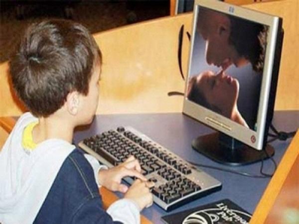 Vào phòng bất ngờ, mẹ sốc ngất ngay tại chỗ khi nhìn thấy màn hình máy tính của con trai 9 tuổi - Ảnh 1