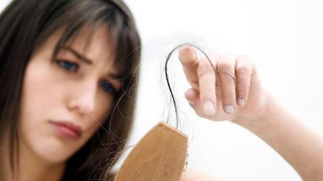 Cho vài giọt này vào dầu gội đầu, tóc vừa mọc nhanh lại vừa mềm tơi óng ả - Ảnh 1