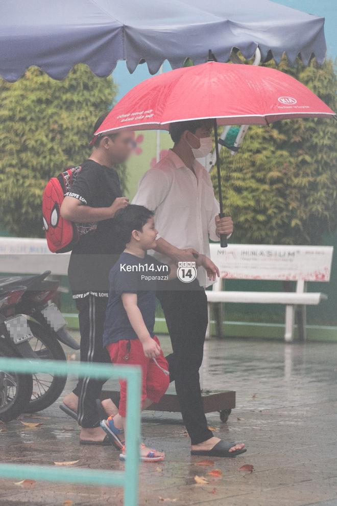 Độc quyền: Im lặng giữa tâm bão scandal, Trương Quỳnh Anh ở nhà chờ Tim đón con trai đi học về - Ảnh 2