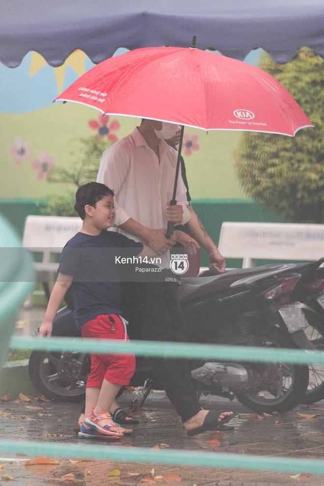 Độc quyền: Im lặng giữa tâm bão scandal, Trương Quỳnh Anh ở nhà chờ Tim đón con trai đi học về - Ảnh 1