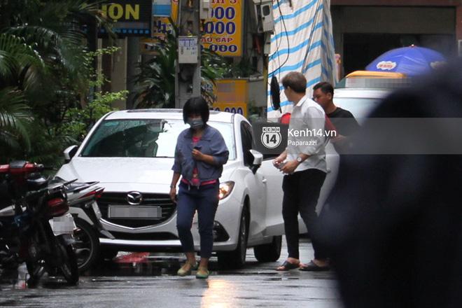 Độc quyền: Im lặng giữa tâm bão scandal, Trương Quỳnh Anh ở nhà chờ Tim đón con trai đi học về - Ảnh 6
