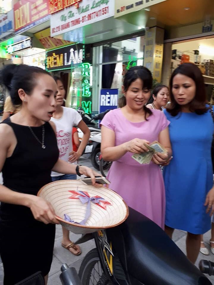 Phản ứng bất ngờ của 'các mẹ' khi bắt gặp 'hot girl' Bella ôm con chưa đầy tháng đi ăn quỵt tại Hà Đông - Ảnh 4