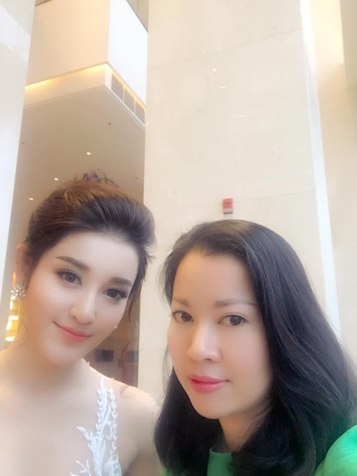 Mẹ Á hậu Huyền My ở tuổi U50 vẫn trẻ trung 'ăn đứt' con gái xinh đẹp