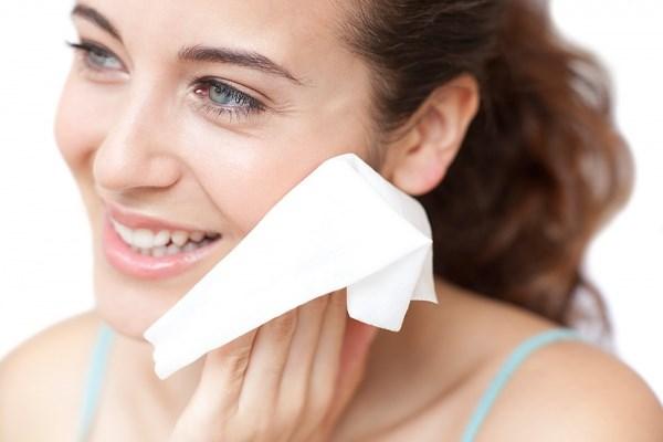 Rước họa cho da vì khi thường xuyên sử dụng khăn ướt - Ảnh 1