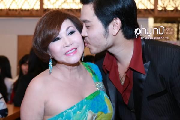 Cùng yêu bồ lớn tuổi, chuyện tình của Phan Hiển, Vũ Hoàng Việt có gì khác biệt - Ảnh 14