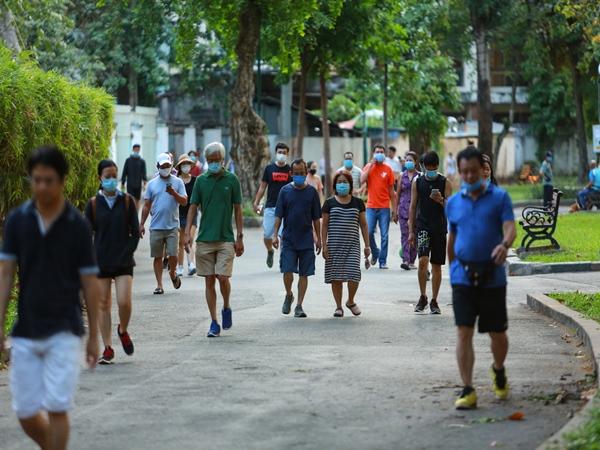 Công viên đầu tiên được mở cửa lại ở TP. HCM, người dân phấn khởi đi tập thể thao