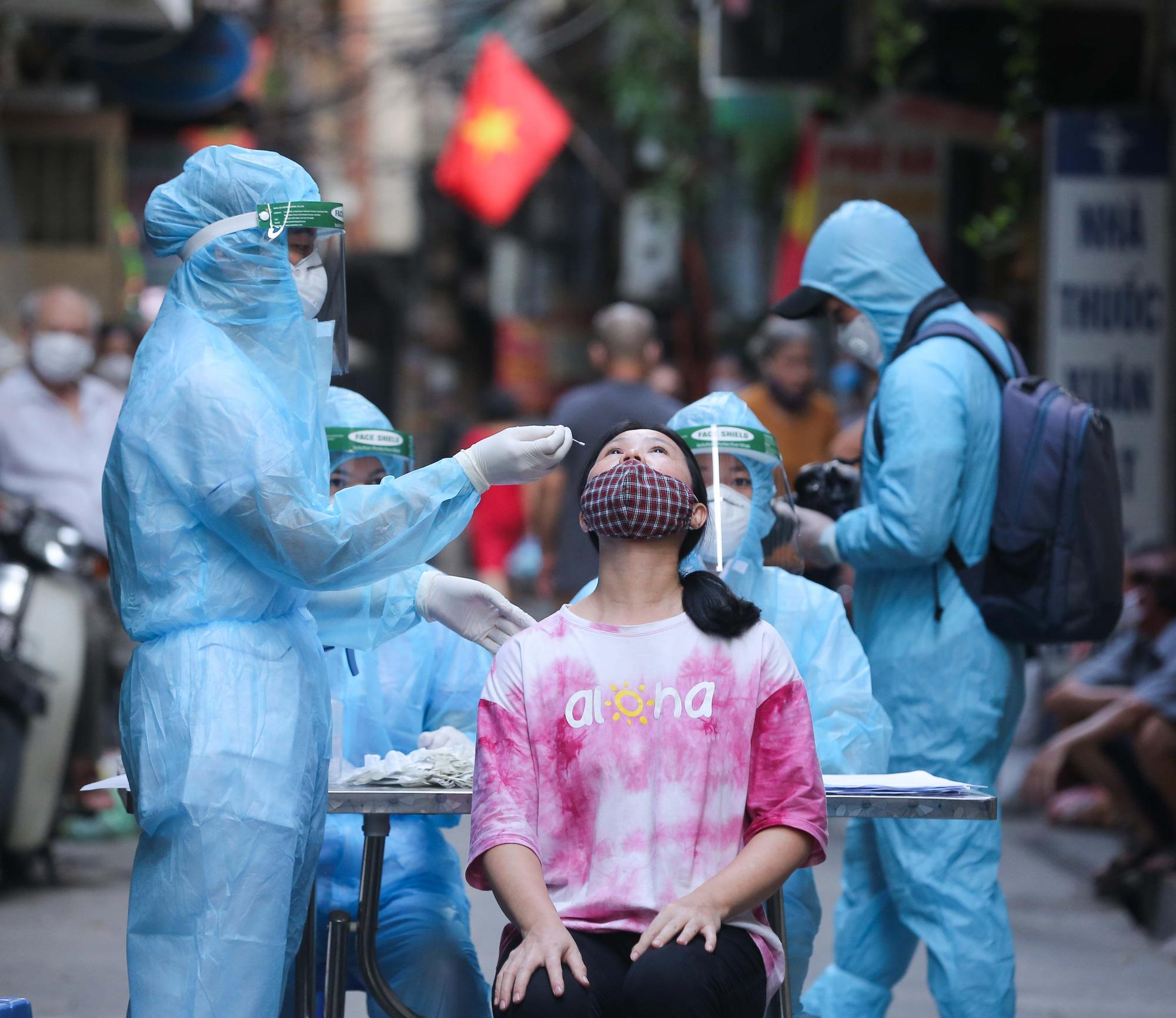Bác sĩ Trương Hữu Khanh: Nguồn lây COVID- 19 vẫn vậy, đừng tự 'tìm kiếm' thêm nguồn lây nhiễm - Ảnh 2
