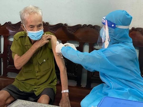 Bác sĩ bệnh viện Đại học Y Dược TP.HCM giải đáp thắc mắc: 'Đã tiêm vaccine Covid-19, có thể tiêm vaccine cúm được không?'