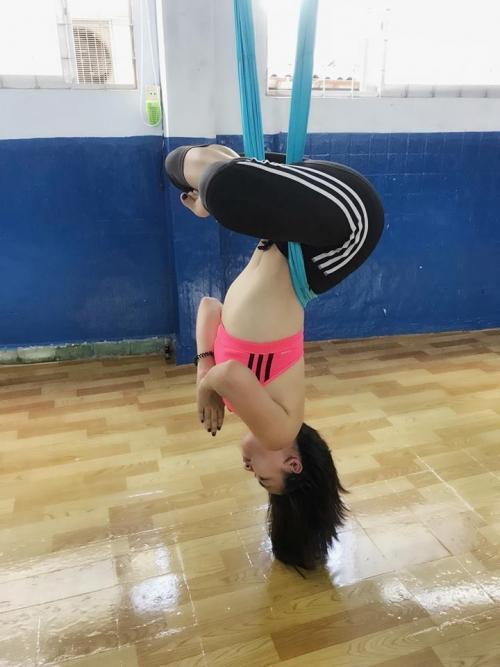 Thót tim với những động tác Yoga khó đỡ của Ái Phương - Ảnh 5