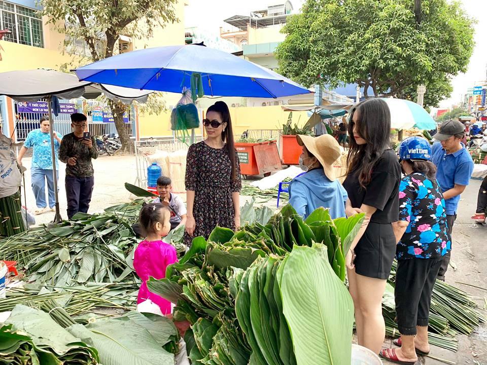Ngẩn ngơ với loạt ảnh tuyệt đẹp của mẹ con Á hậu Trịnh Kim Chi giữa chợ lá dong - Ảnh 12