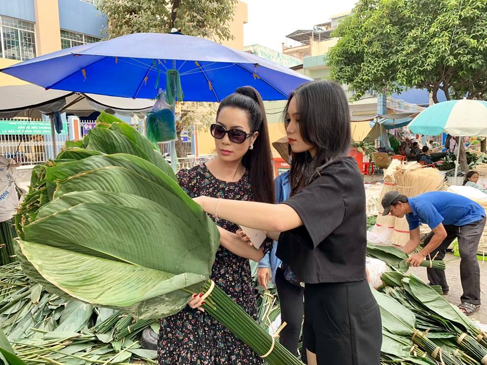 Ngẩn ngơ với loạt ảnh tuyệt đẹp của mẹ con Á hậu Trịnh Kim Chi giữa chợ lá dong - Ảnh 2
