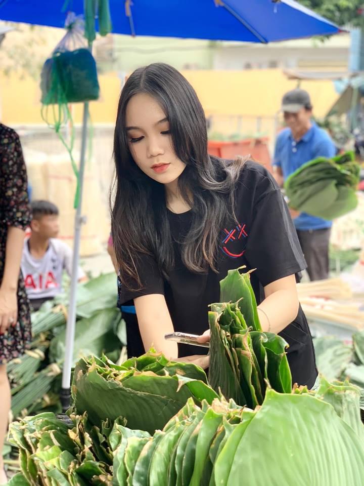Ngẩn ngơ với loạt ảnh tuyệt đẹp của mẹ con Á hậu Trịnh Kim Chi giữa chợ lá dong - Ảnh 6