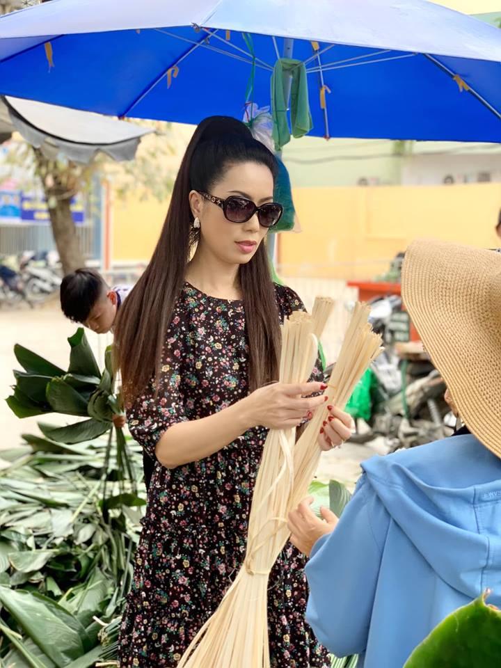 Ngẩn ngơ với loạt ảnh tuyệt đẹp của mẹ con Á hậu Trịnh Kim Chi giữa chợ lá dong - Ảnh 7